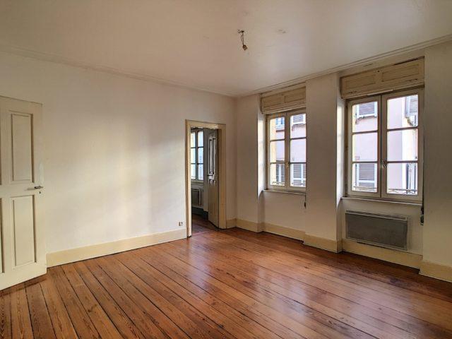 CENTRE VILLE Appartement 2 Pièces de 61.50m² à rénover