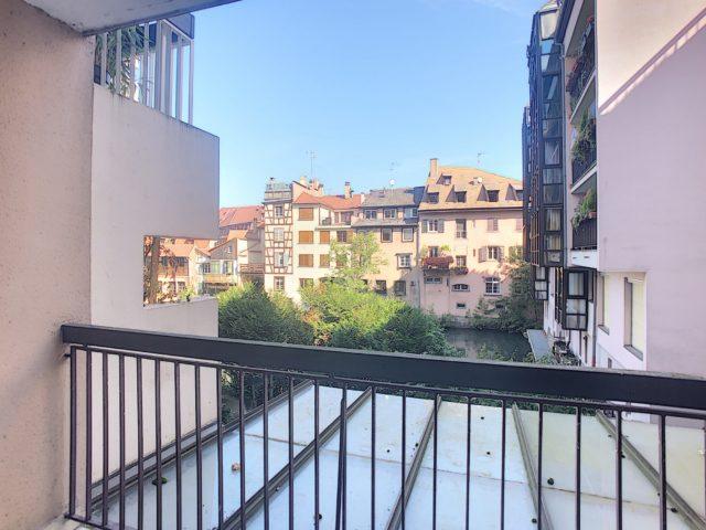 A vendre Petite France 3p 65M² avec balcon. Garage en sus