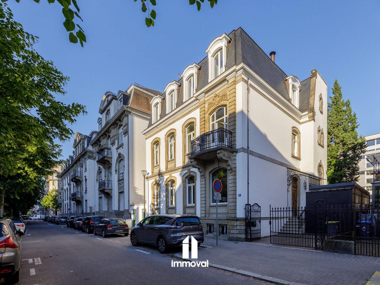 Orangerie/ Magnifique Bâtisse 8 pièces de 351m² avec terrasse