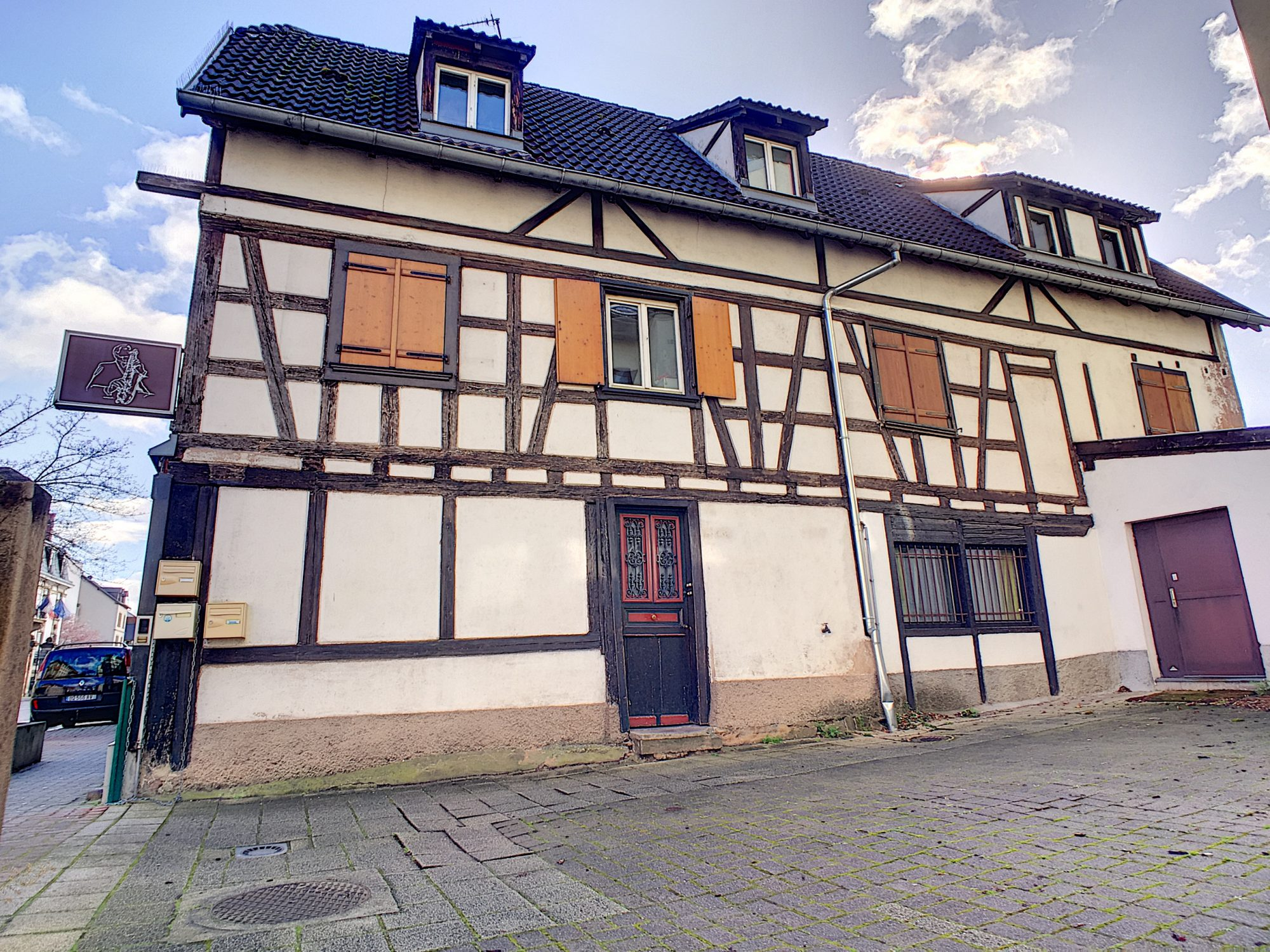 Schlitigheim, locaux mixte habitation / professionnels de 83m2