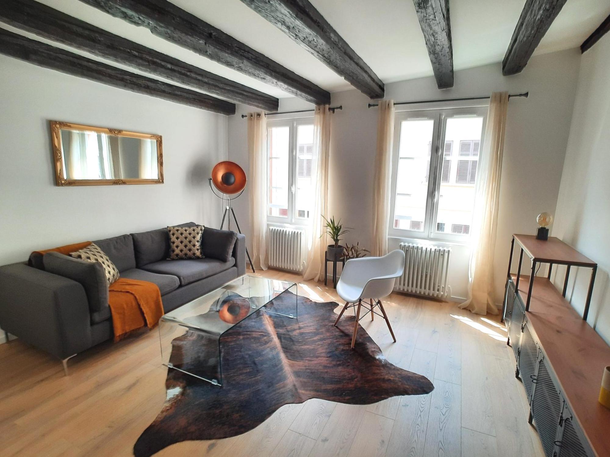 CENTRE-VILLE - Beau 2 pces meublé rénové