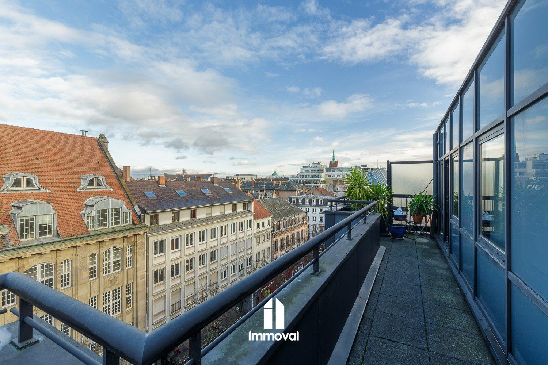 Strasbourg centre Triplex en attique de 7p de 162m² avec balcon