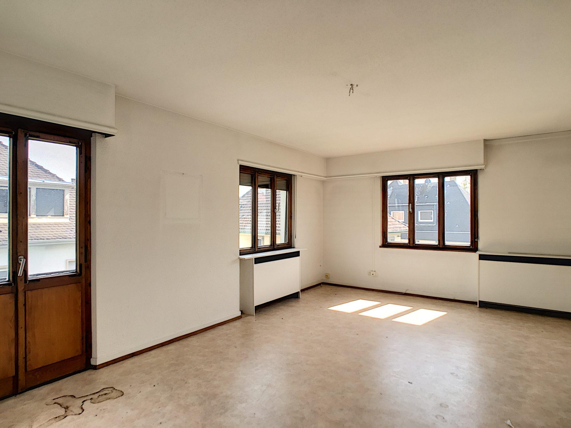 CONTADES Appartement 5 pièces de 109m² à rénover