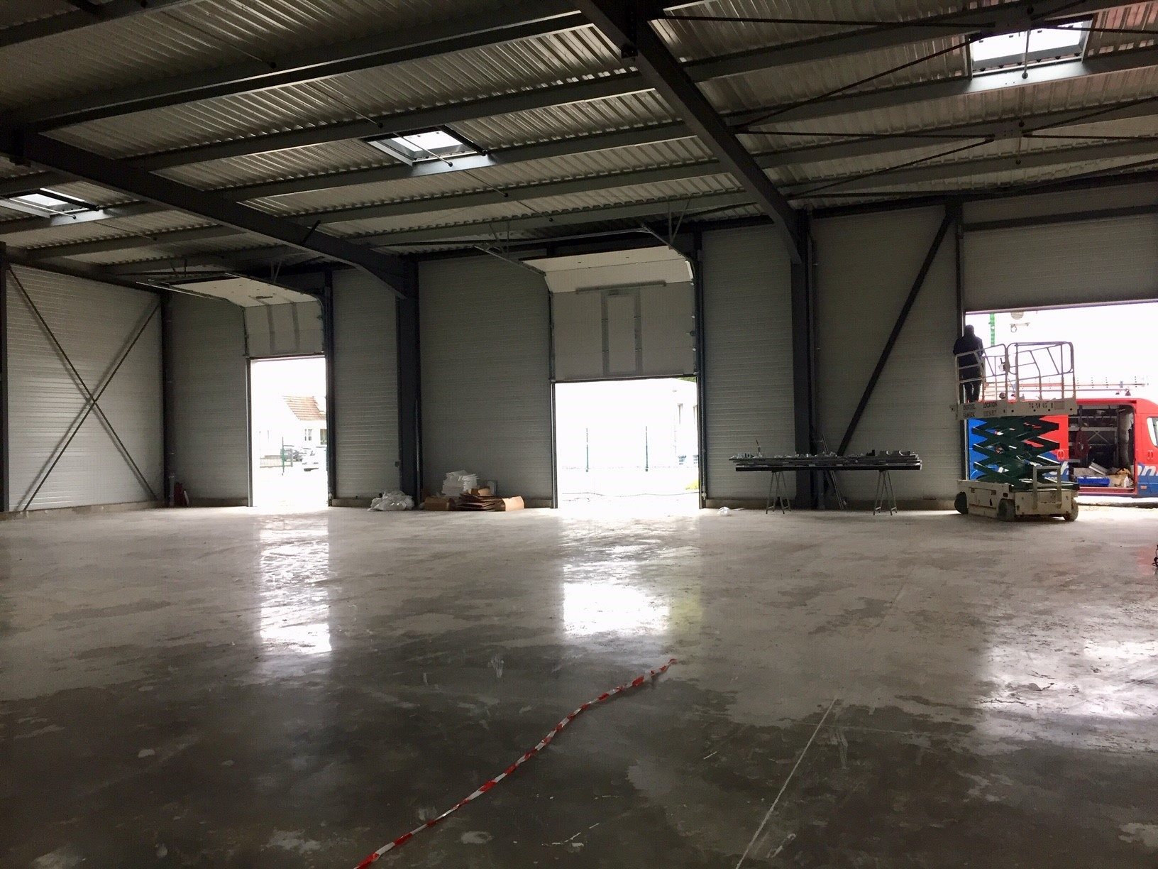 Z.I. de Bischheim/Hoenheim - location hall/stockage neuf 100 m²