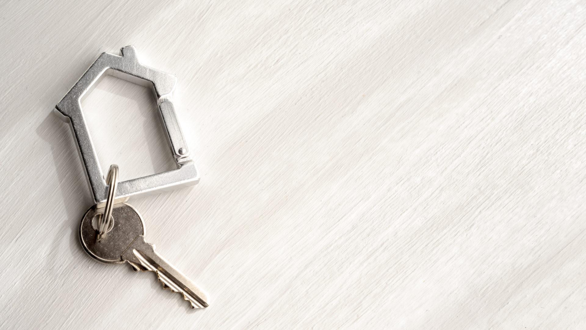 Les clés d'un appartement en gestion locative par une agence immobilière