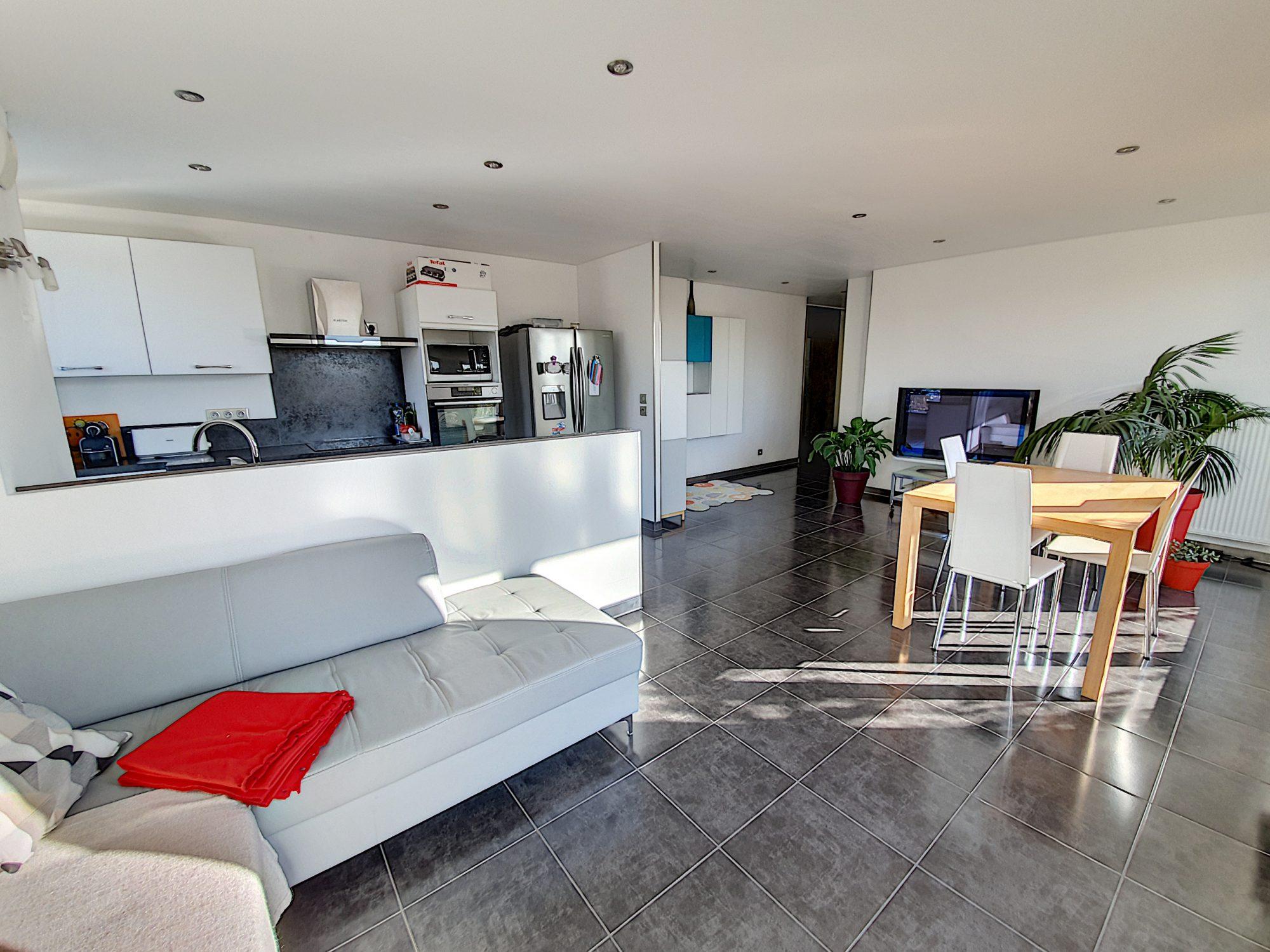 Neudorf, 4/5 pièces en attique de 92m² avec terrasse de 69 m²