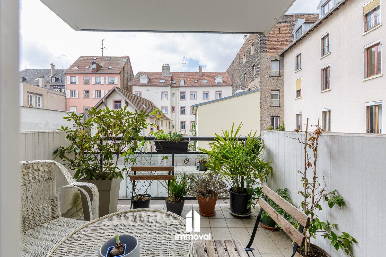 RUE KAGENECK, 3 PIECES de 67m² carrez avec terrasse et parking