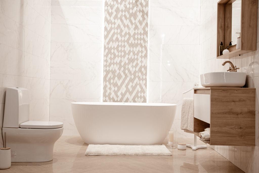 La salle de bains, une pièce sans fenêtre à valoriser