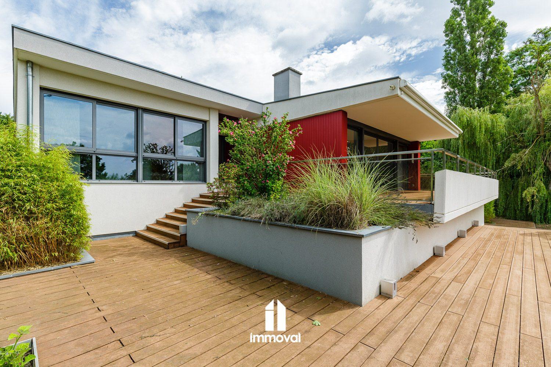 Oberhausbergen villa de 448m2 sur 52 ares garages, piscine.